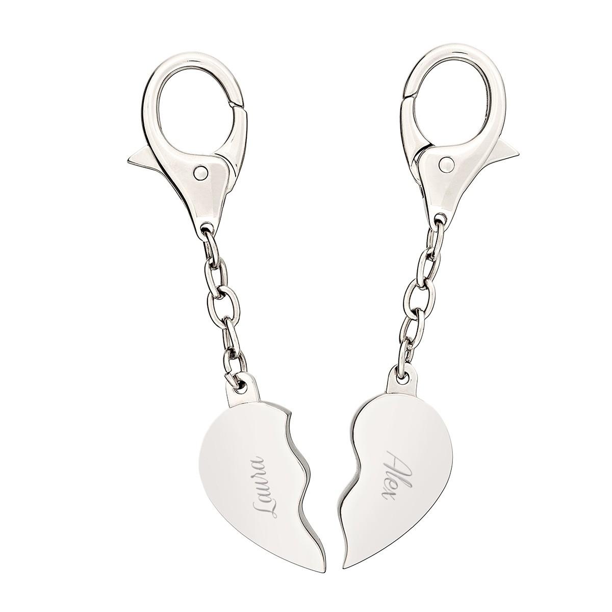 due-portachiavi-con-cuore-spezzato-ed-incisione-regali-per-lui-regali-per-la-coppia