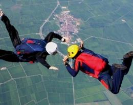 regalare corso paracadutismo, regali per lui, idee regalo per chi ama volare